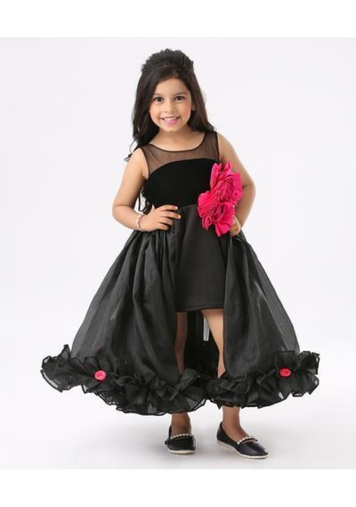 BLACK SLEEVELESS MESH YOKE FLOWER DECORATED HIGH LOW STYLE GOWN